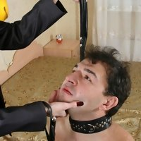 Brunette's turning-on tricks with a humble slave